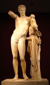 Hermes carregando o infante Dionísio, de Praxíteles, uma das mais famosas estátuas do deus. Século IV a.C., provavelmente cópia romana. Museu Arqueológico de Olímpia